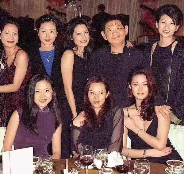 18年前,29岁陈宝莲纵身一跃,留下生父未知的婴儿今像极了黄任中插图44