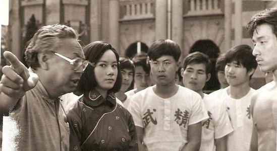 李连杰经纪人被当街枪杀后,投奔永盛,向华强:全香港没人敢动你