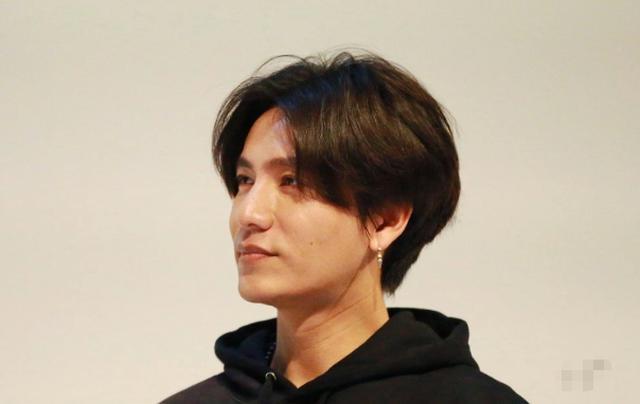 陈坤在韩国买酒被查身份证,未成年不能消费:阿姨,我43岁了