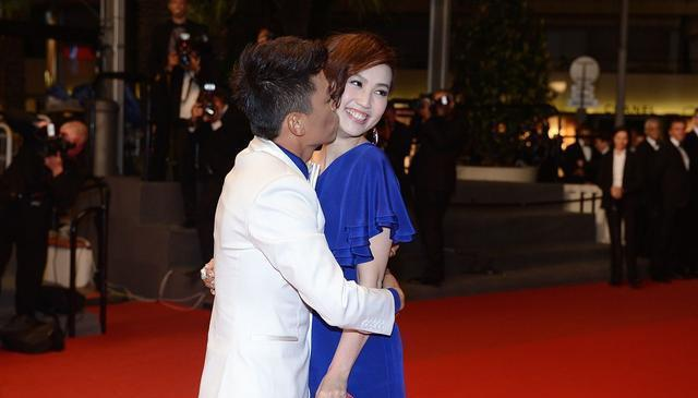传好事将近后,王宝强冯清罕合体,女方素颜憔悴比男方高一头抢镜