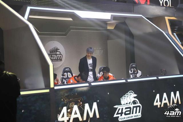 韦神围观4AM职业联赛,队伍都是老指挥了,不愧是4AM专属特色!