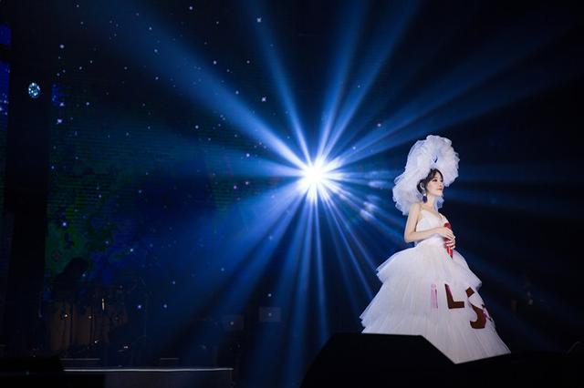 最终幻想10_冯提莫身材遭质疑,穿上白纱的瞬间,满满的恋爱感