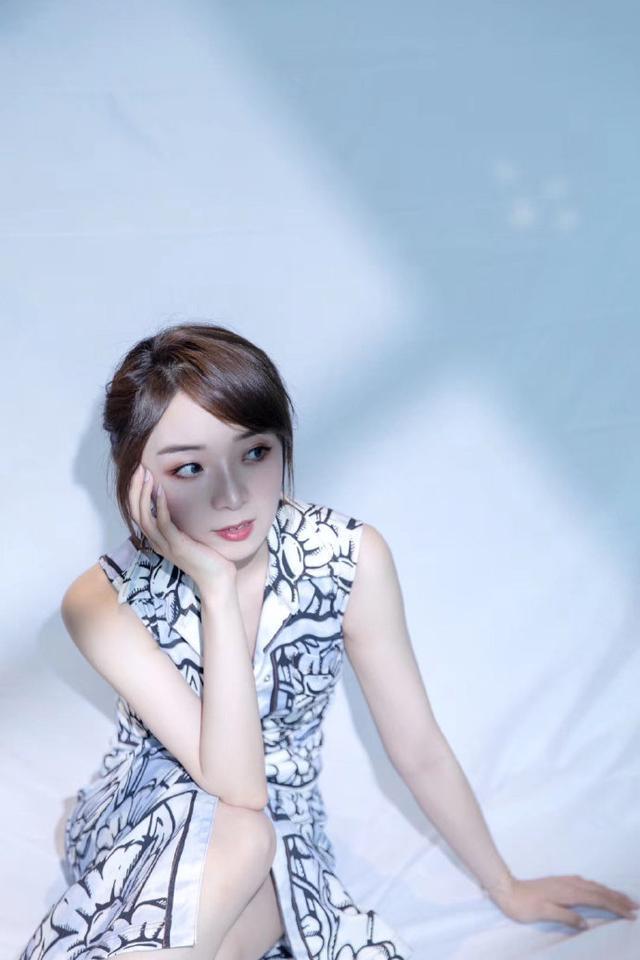 《【煜星娱乐平台首页】分手后的余霜晒近照,最后一张照片让人动容!》