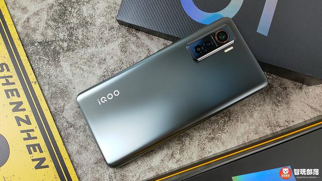 iQOO 5 评测:性能铁三角+多屏互动,5G直屏水桶旗舰机