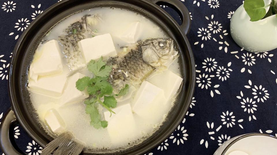 """不管炖什么鱼,都不要加这""""2种调味料"""",做不对鱼汤又腥又难喝"""