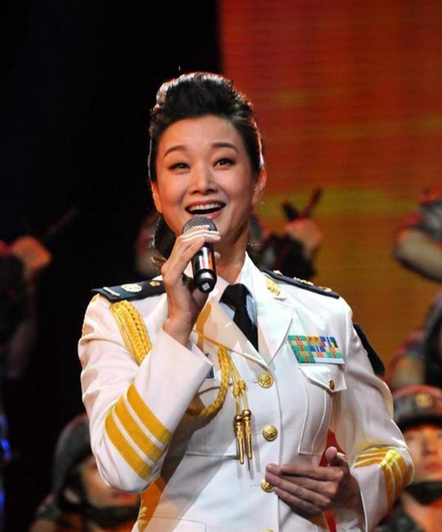 美女歌唱家曾连续24年登上春晚,今54岁身
