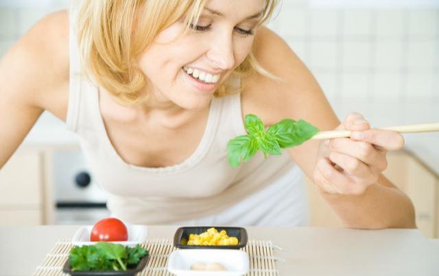 这8种食物,女性要多吃,不仅能延缓衰老,还能益智防癌