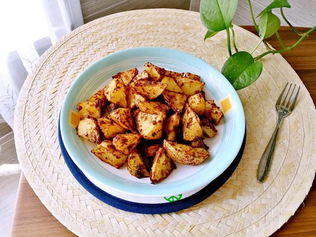 追剧小零食孜然香薯角,几个土豆就搞定,鲜香软糯有点脆