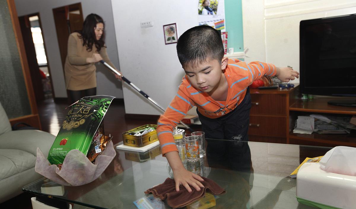 五一劳动节到啦,学做家务五点好处书本学不来,关键妈妈要放手