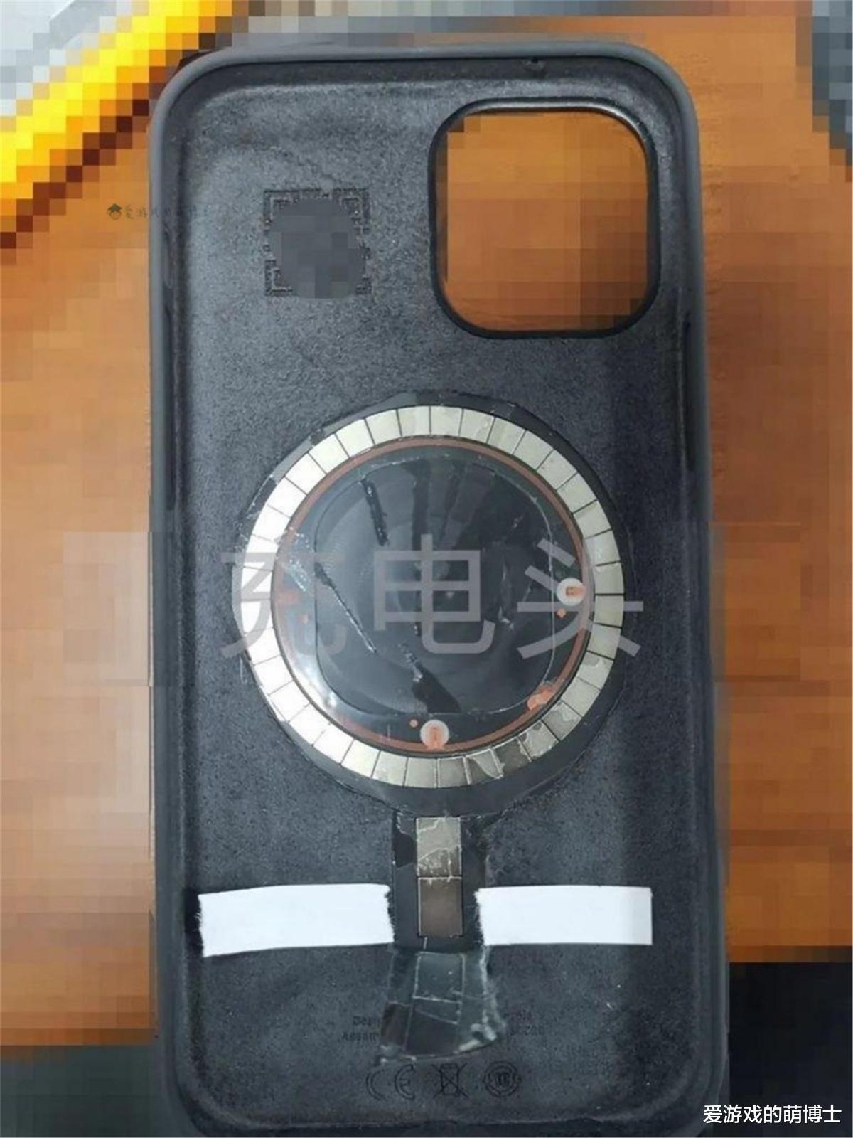 手机外观等等细节与之前的传闻吻合,iPhone 12的真机外壳被曝光