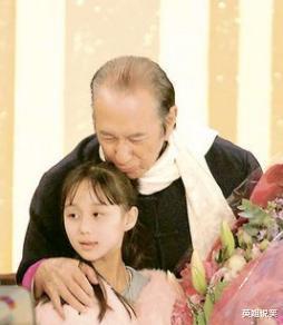赌王78岁生下的孩子何超欣,被疑是与利智所生?