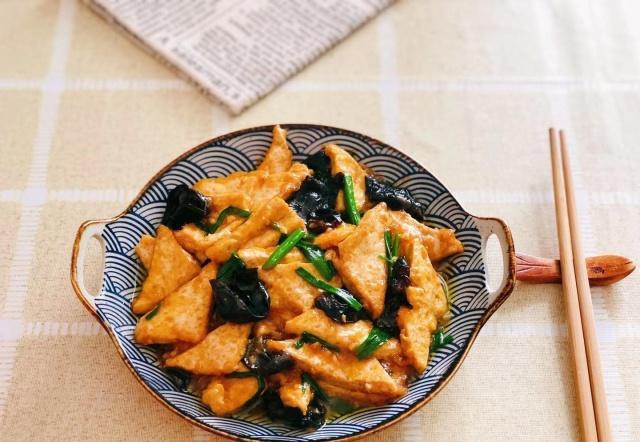 夏天到了,少吃大鱼大肉,多吃豆腐,有益健康!