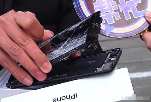 花3850元买全新苹果显示过保,店家要求摔手机才检验,男子怒曝光