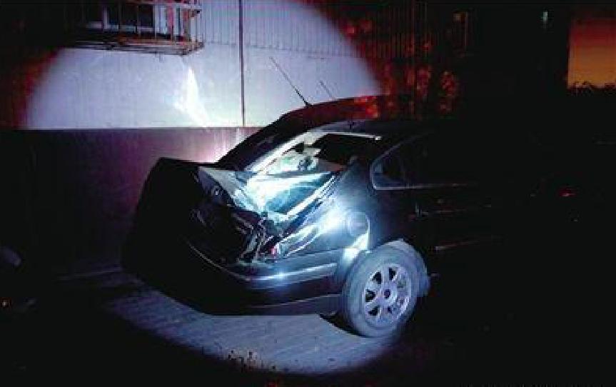 """10年前,他从14楼""""一跃而下"""",只留下被砸坏的汽车和周迅的泪水"""