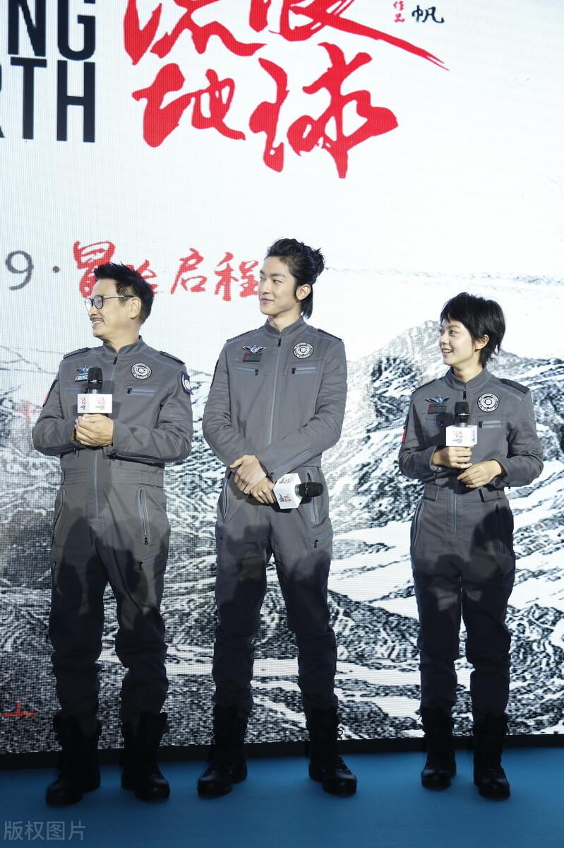 《流浪地球2》开拍,易烊千玺高片酬惹争议,吴孟达才拿20万