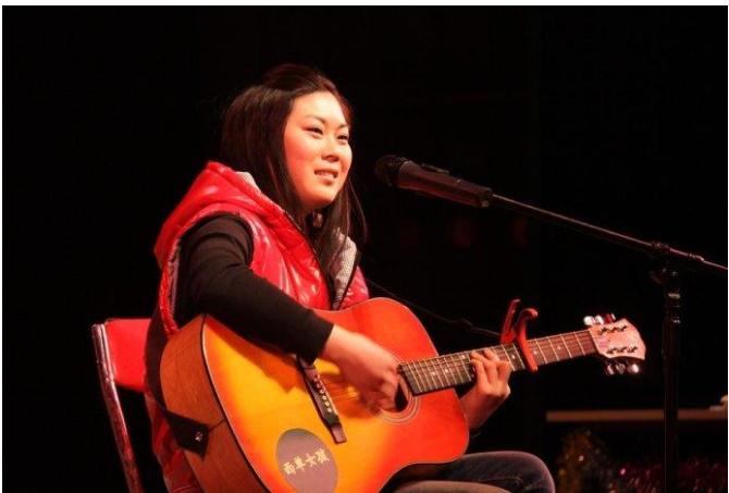 任月丽:23岁凭借一首歌曲在春晚走红,如今摇身一变成女总裁
