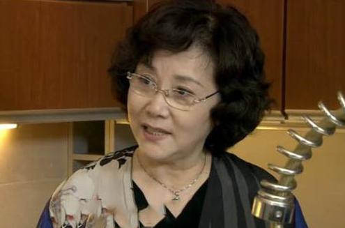 腾讯新闻娱乐_她曾是央视春晚主持人,因绝望吞300颗安息药,今73岁仍然独身
