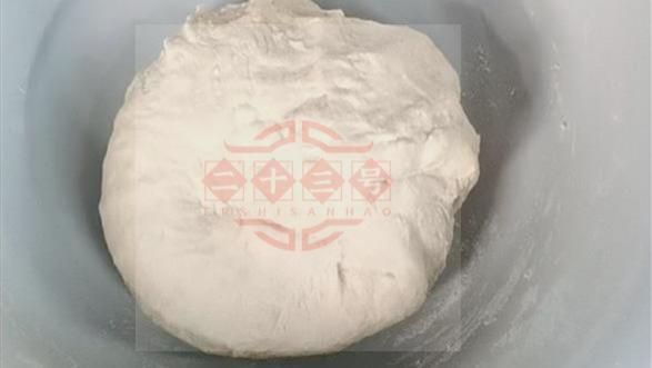 女子一人在出租房过除夕,给自己包点饺子却煮烂了:饺子不该冷水下锅吗?
