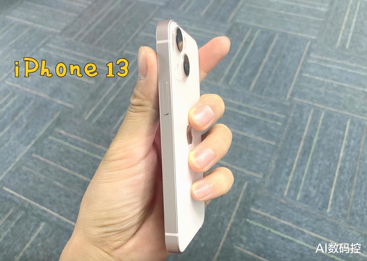 iPhone13为何接纳曲角边框?