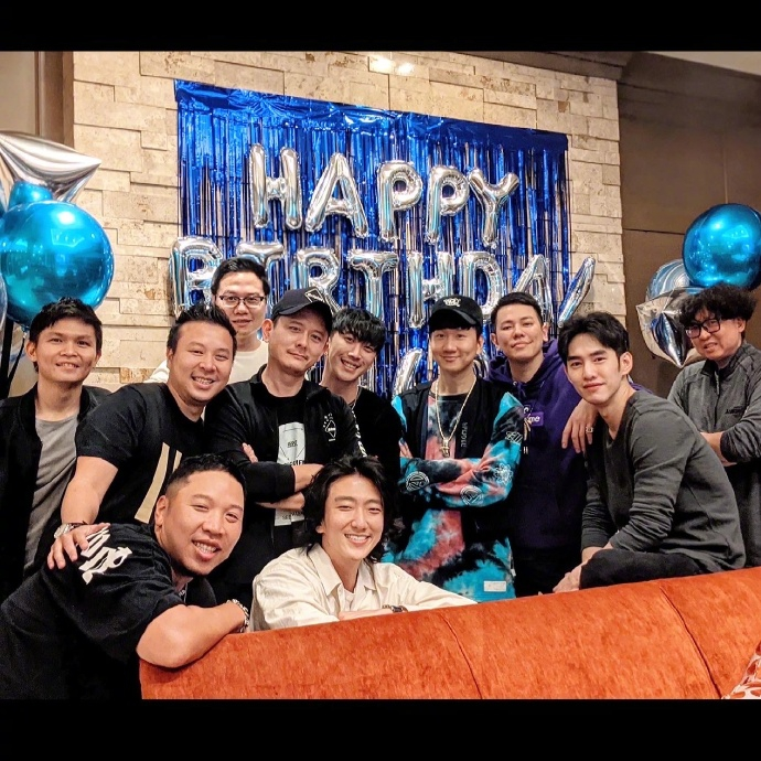 林俊杰庆祝40岁生日,却遭到好友周杰伦和余文乐的联合催婚