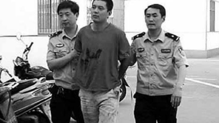 他畏罪潜逃13年,参与过40余部电视剧,出名后被认出是逃犯