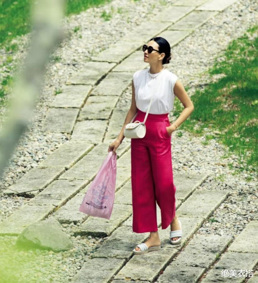 """新闻娱乐化_炎天穿衣,若何突出""""华美感""""?考究女人的时髦大法,高级还优雅"""