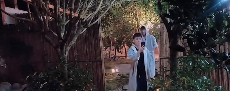 《恰好是好年》王俊凯化身喜剧人,模仿腾格尔深情演唱,成功出圈