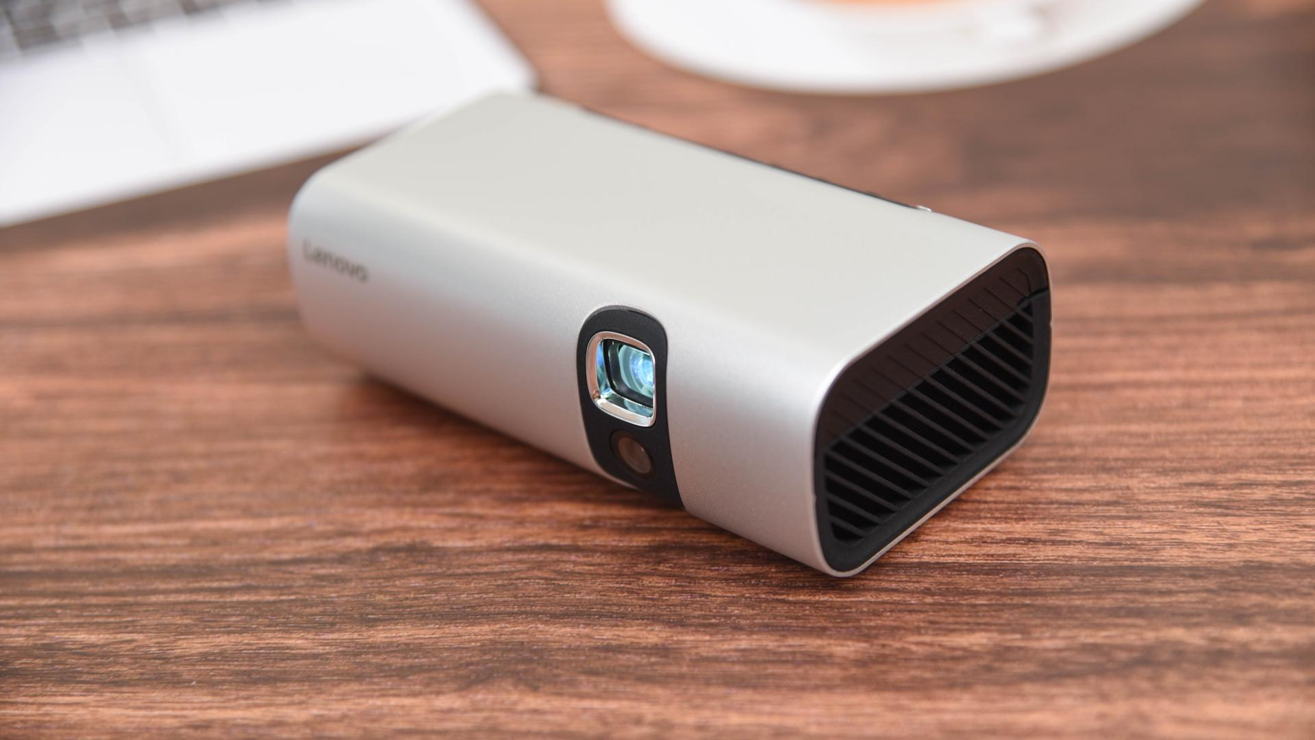 """出差解闷、自驾旅行的""""口袋TV"""",联想智能投影仪T200评测"""