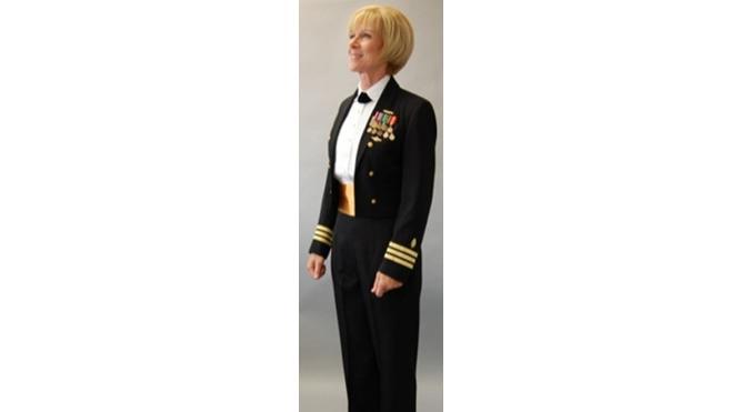 美海军女军官的正装礼服,2种胸罩要写名字,可戴耳钉,高跟鞋配丝袜
