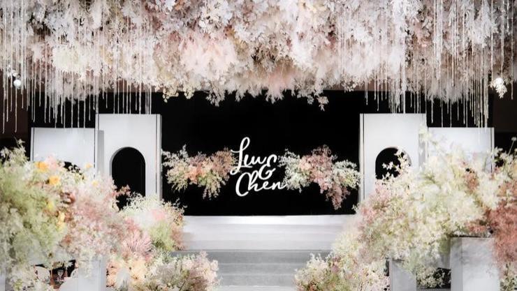 色调恬静淡雅的现代简洁风婚礼,适合喜欢简约风的新人