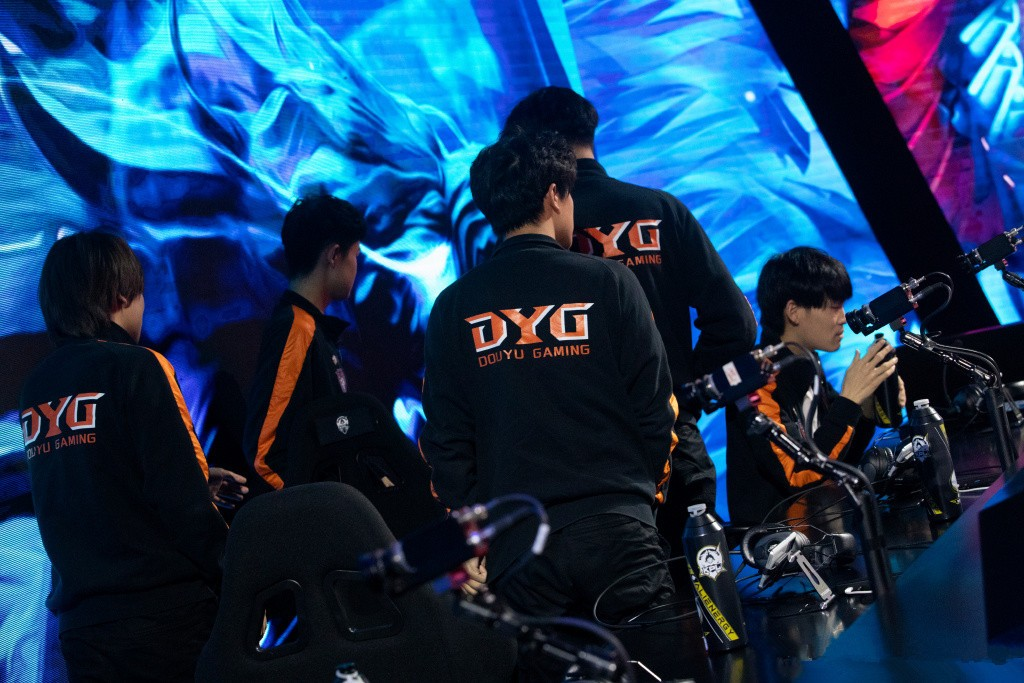 DYG成S组混子,被E星花海一人零封,飞牛回归后的QG,取代DYG成必然 - 游戏资讯(早游戏)