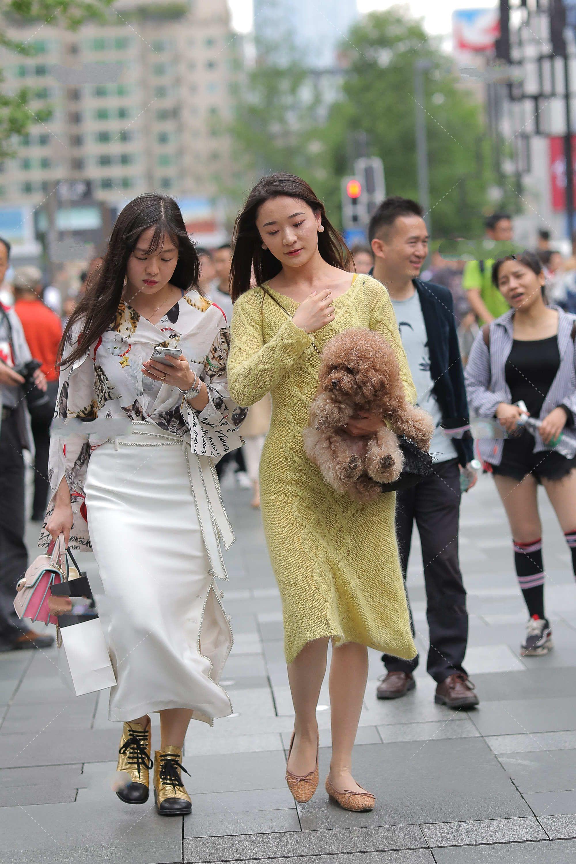 连衣裙的风格多样化,选择适合自己的,长款显高又显瘦