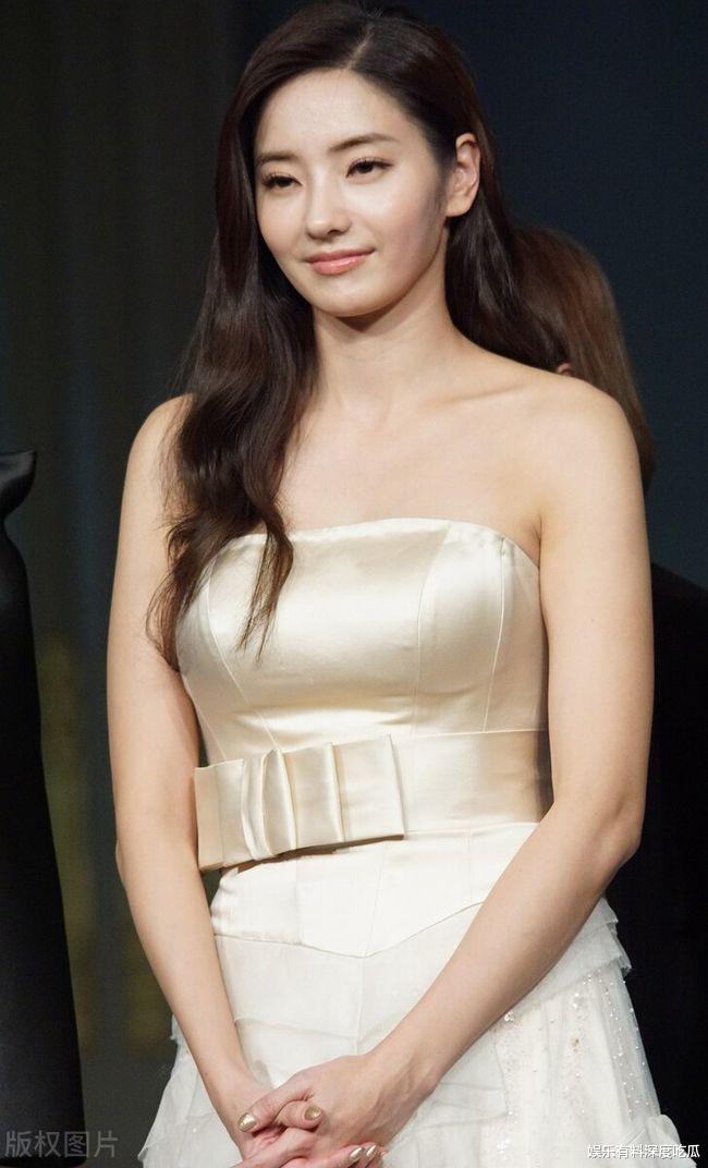 """CF女王""韩彩英:更加成熟的姿态让多少人臣服于她的高贵之下"