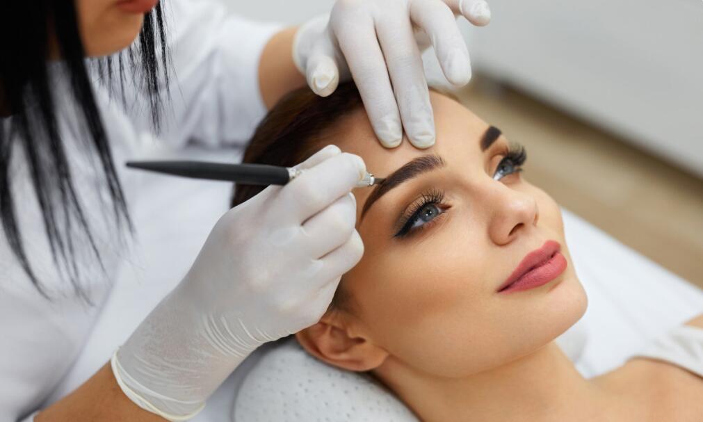为何不倡议大家纹眉?资深美容师说出2个本因,你们看完就懂了