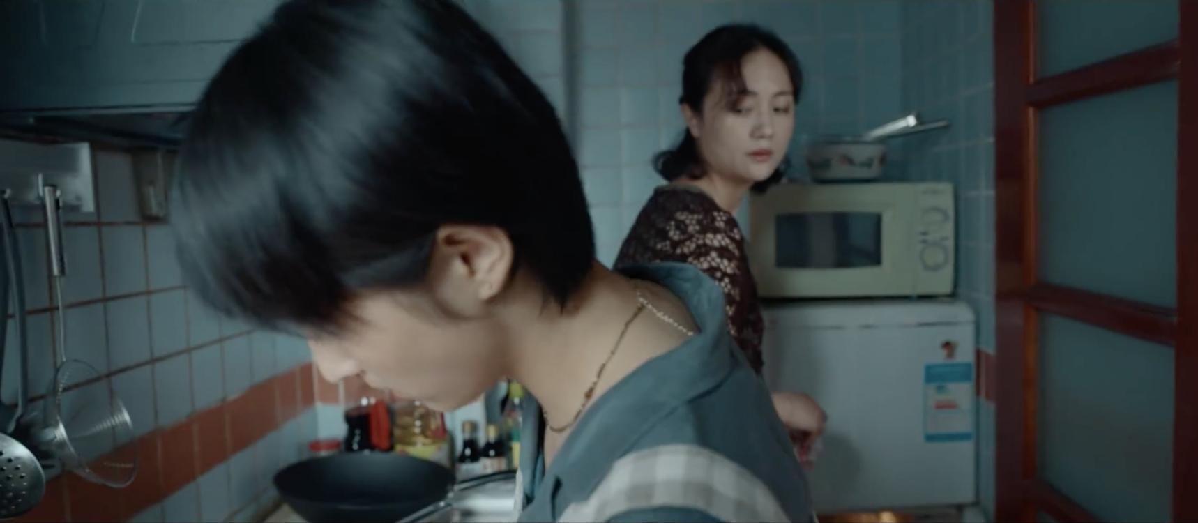 票房破3亿!朱媛媛用眼神演戏绝了,跟张子枫的对手戏看到泪目