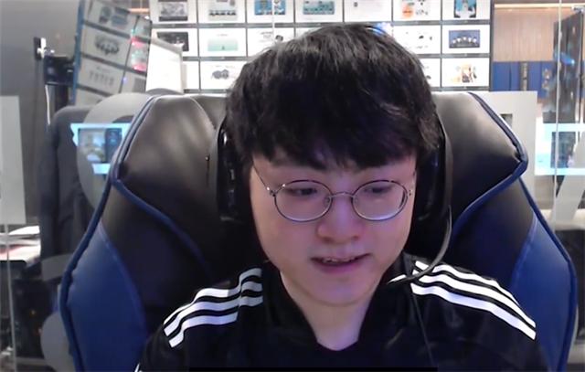 《【煜星在线娱乐】DK夺冠采访时出现奇怪声音,有人在看LPL比赛!开始研究msi对手?》
