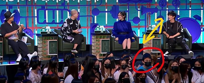 王思聪低调现身《脱口秀》,坐在女生群中,被镜头拍到时一脸高冷(王思聪80后脱口秀)