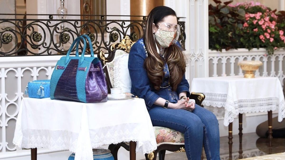 泰国血友病公主哪里服老?鳄鱼皮手提包比水桶大,瘦身后美出新高度