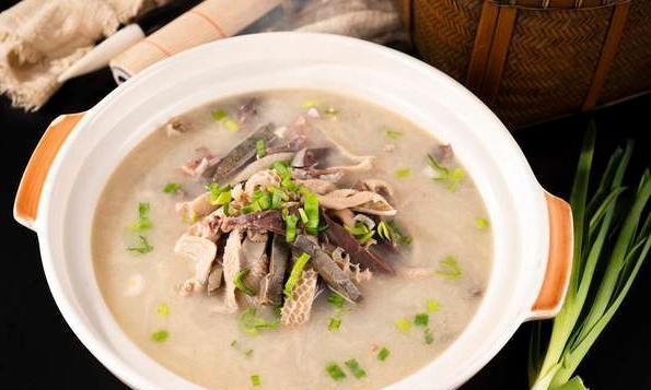 夏天喝羊汤好处多,多加几味小料,鲜美无腥味,营养还驱寒