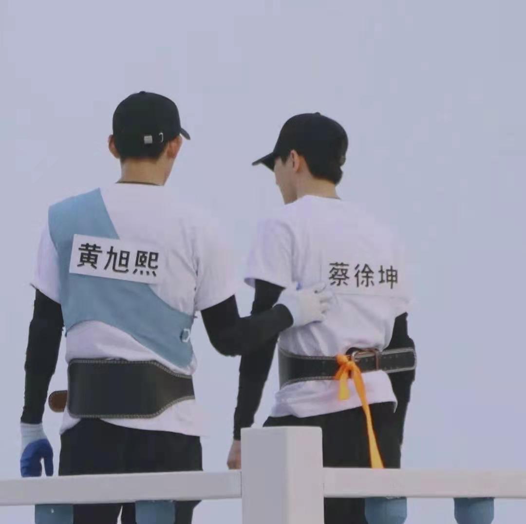 《奔跑吧》最新预告首发,蔡徐坤黄旭熙同框颜值差距大,baby独自美丽