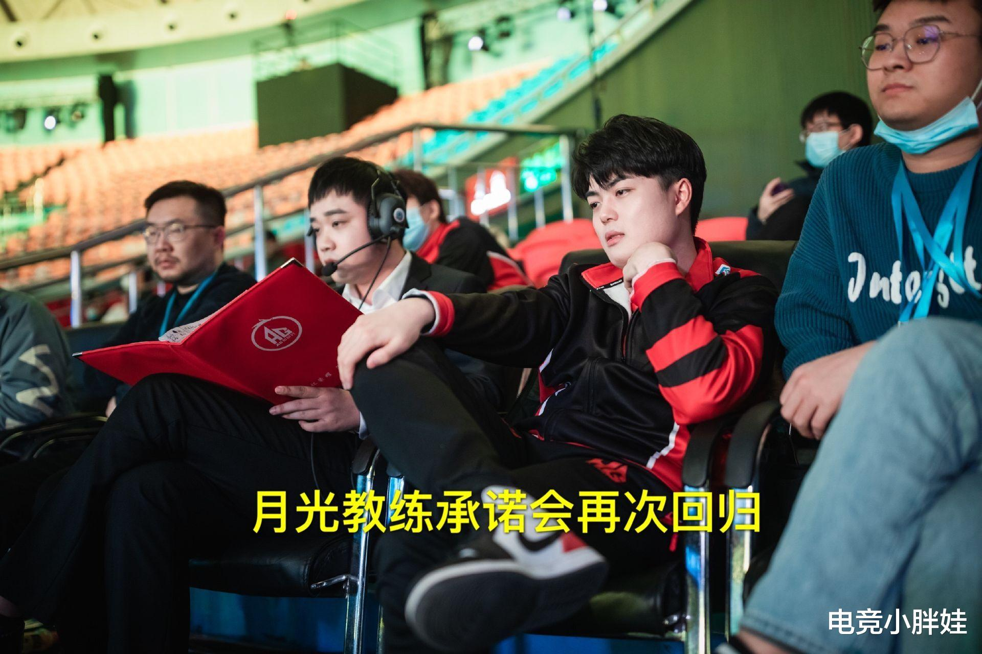 "AG超玩会Awoke教练又玩""骚""套路,让一诺用起他的成名英雄,啊泽:羡"
