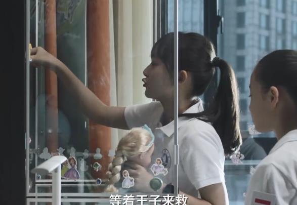 《小舍得》丑小鸭变形计:首次吃769元套餐,米桃表情耐人寻味