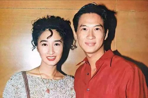 港剧第一美女拒嫁豪门,把穷丈夫捧成影帝,55岁的她说自己很幸福