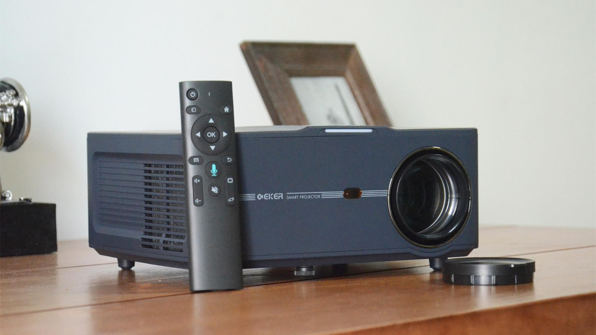 """国产新款""""家用式""""智能投影仪评测:1080P分辨率,搭载四核CPU"""