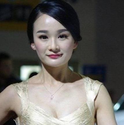 她戏里戏外都是杨幂的替身,嫁入豪门后退圈,还自称杨幂整得像她