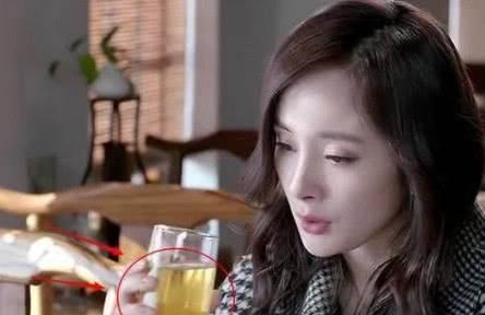 笑到喷饭的穿帮镜头:杨幂的饮料,刘诗诗的神色,能认真一点吗?_娱乐最新闻