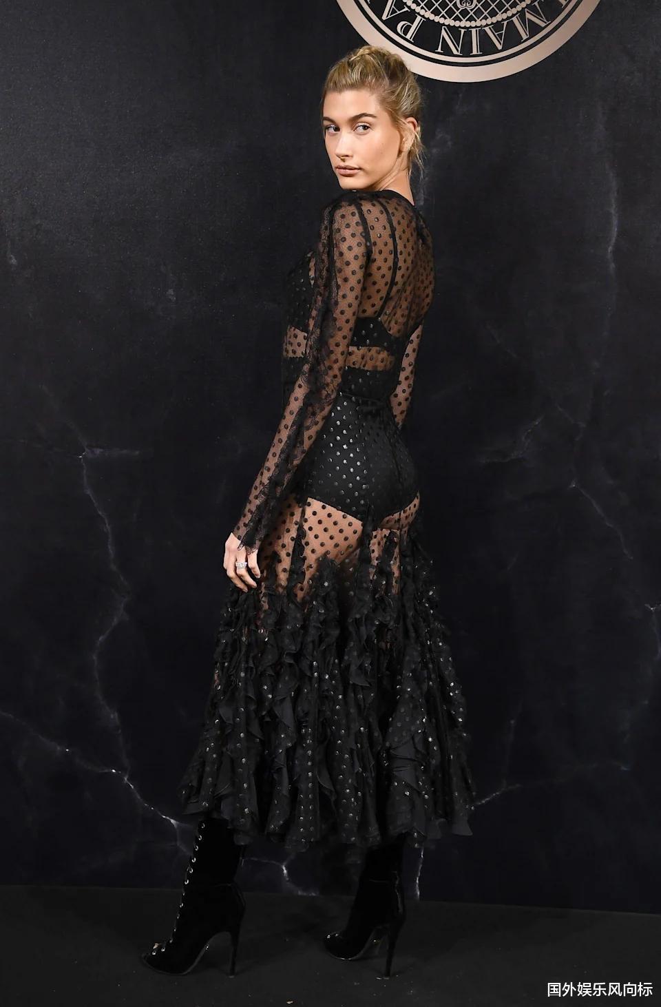 让我们一起来看一下海莉·比伯穿过的18套最大胆的服装