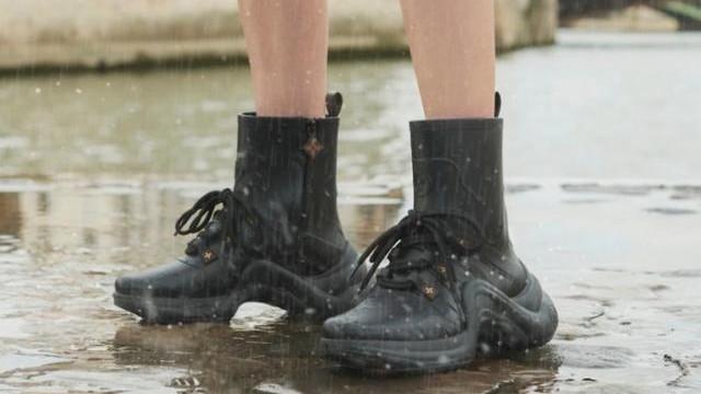 泫雅也入坑!5 双「防水又时髦」精品雨靴,梅雨季也能保持漂亮!