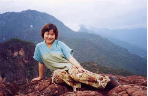 她为救胡歌当场去世,成为胡歌一生的痛,胡歌用她名义捐30所学校