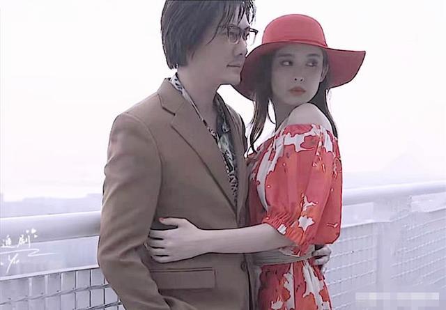 对跟赵丽颖真没感情了?冯绍峰娜扎拍贴脸写真,下意识他的身体很诚实